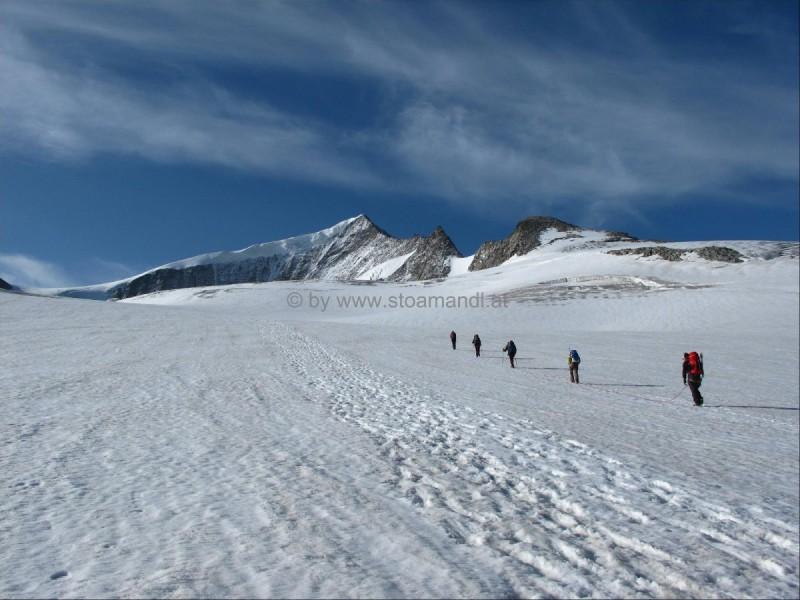 Der Bergsteiger auf seinem Weg zu Großglockner und Großvenediger.