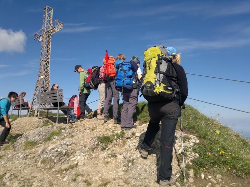 Der Berg schwingt sich sanft ab im Naturpark Nagelfluhkette.