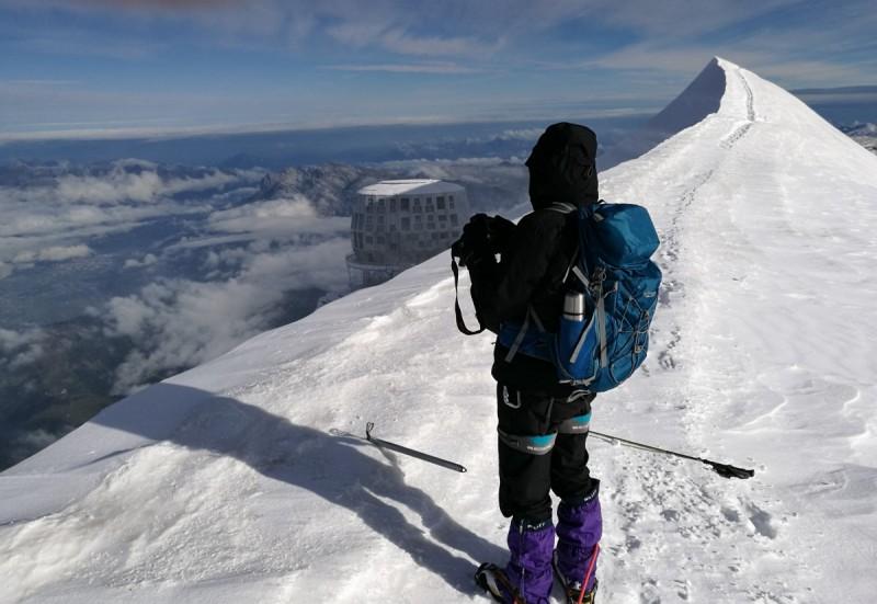 Die Bergsteiger am imposanten Gipfel rund um Mont Blanc und Grand Paradiso.