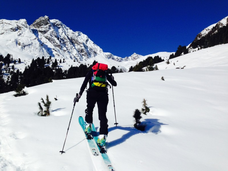 Verschneiter, imposanter Berggipfel bei der Tour Skitouren Sellrain I.