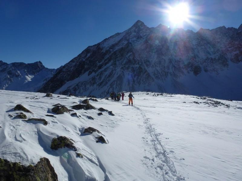 Skitourengeher beim Aufstieg zum Gipfel bei der Skitour Sellrain II.
