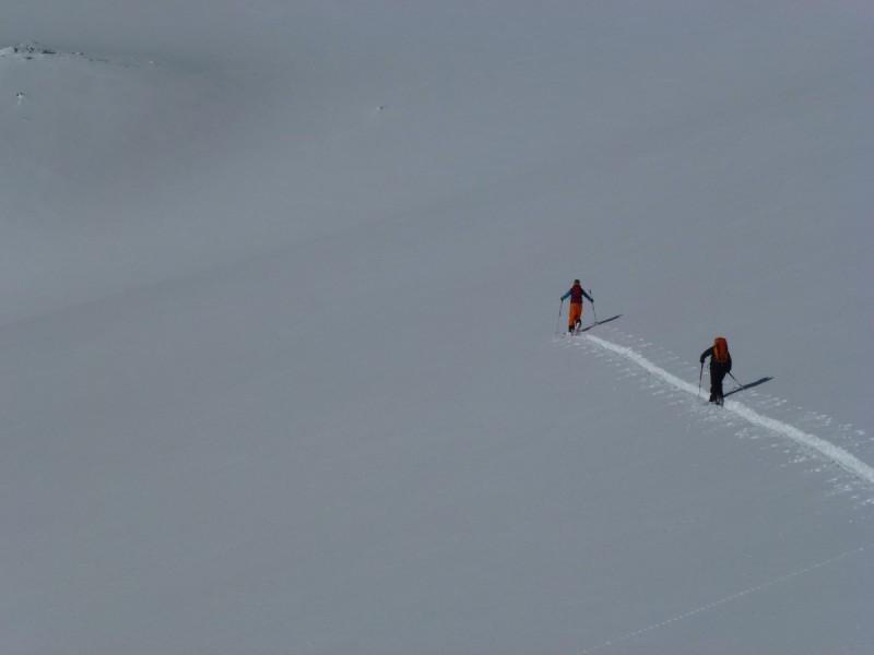 Skitourengeher vor herrlichem Bergpanorama bei der Skitour Sellrain II.
